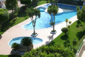 Buy bungalow duplex with garden and pool. La Mata. Torrevieja.