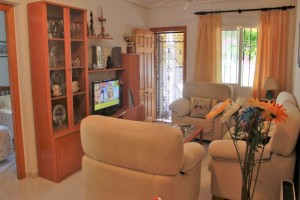 Buy bungalow with garden and pool. La Mata. Torrevieja.