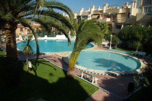 Rent bungalow with swimming pool and tennis court. La Mata. Torrevieja.