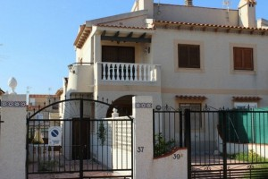 Buy bungalow with large terrace. Guardamar del Segura. Alicante.