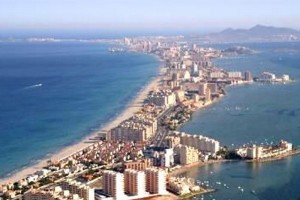 Rent apartment on the first line. La Manga del Mar Menor.