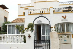 Buy duplex with garden. Los Balcones. Alicante.