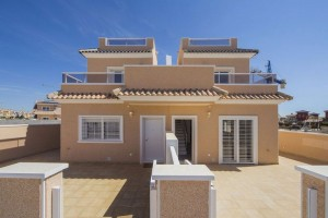 Buy new townhouse with terrace and swimming pool. Cabo Roig. Orihuela Costa.