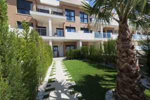 Buy apartment with garden. La Zenia. Orihuela Costa.