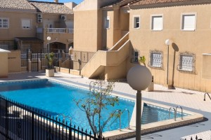 Buy bungalow with swimming pool. Torrevieja