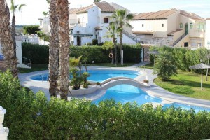 Rent bungalow with swimming pool. La Mata. Torrevieja.