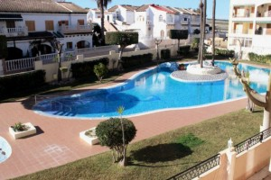 Bungalow to rent with a patio and pool. La Mata. Torrevieja.