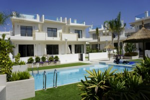 Buy townhouse with garden and pool. Ciudad Quesada. Alicante.